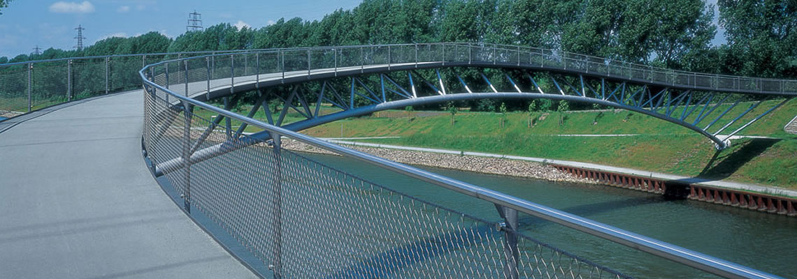 Stainless steel cable mesh is typically used as bridge balustrade for protecting pedestrians and running vehicles from falling into the river.